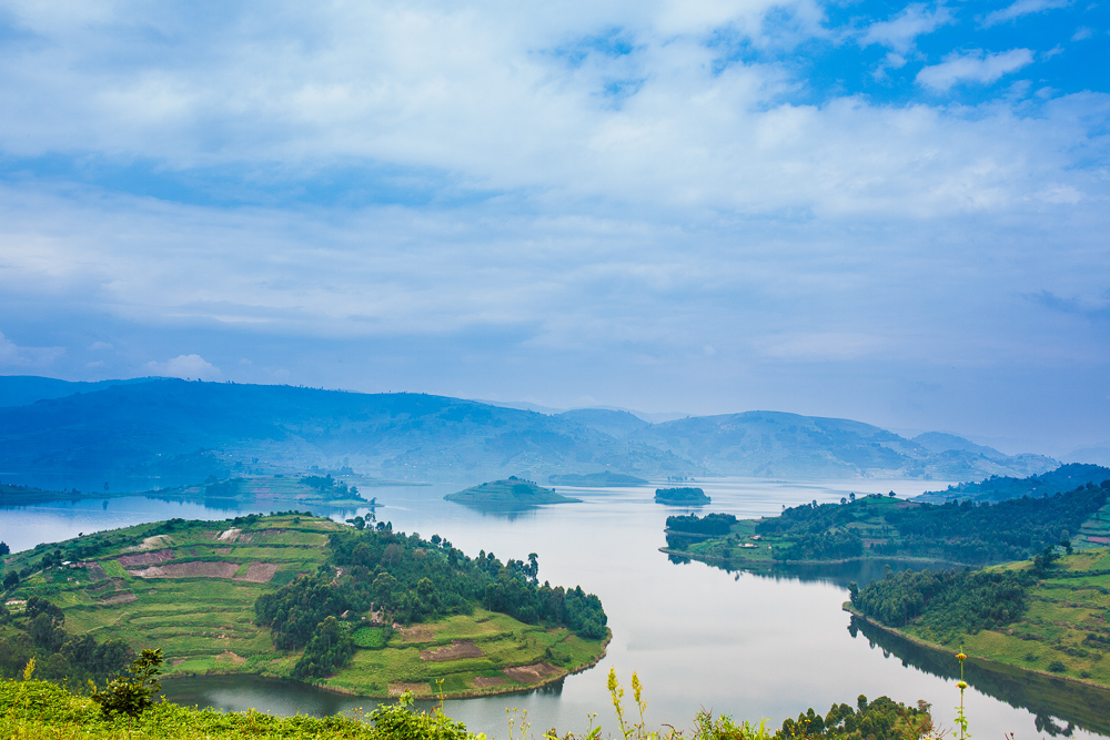 landscape picture  of uganda lake bunyonyi
