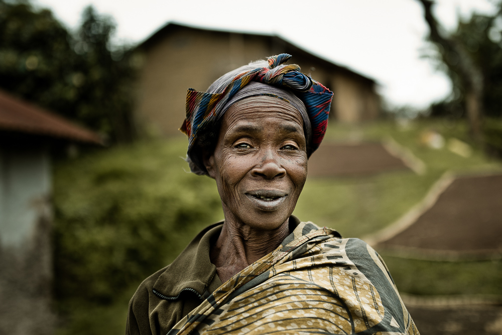 portrait photographer | elder woman in a village