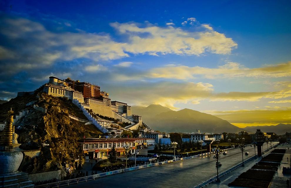 Potala Palace sunrise in Lhasa