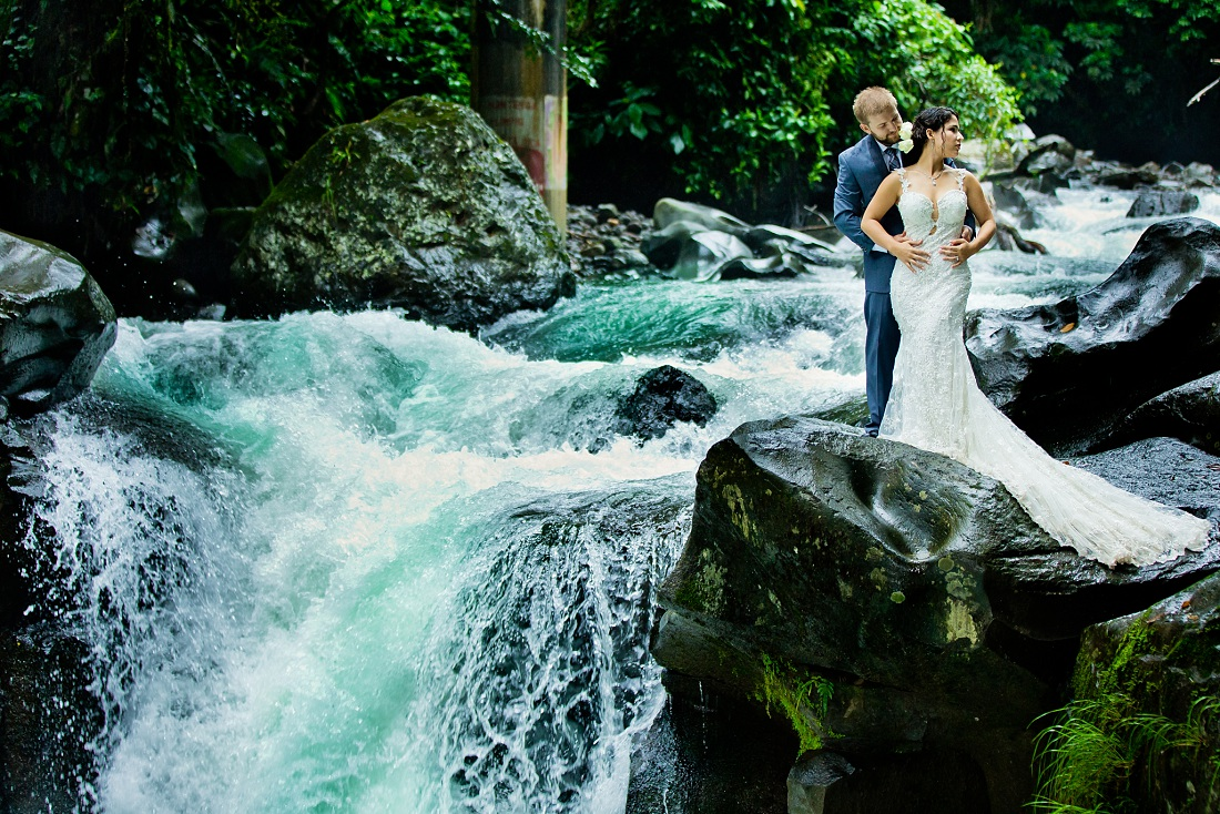 costa rica waterfall wedding pictures