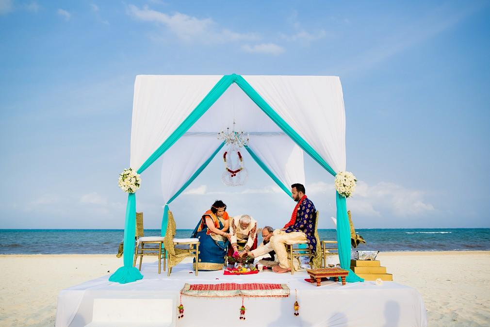 beach wedding ceremony moon palace resort